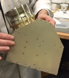 Component for a solar wind analyser